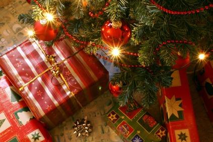 Bientôt l'heure d'ouvrir les cadeaux sous le sapin !