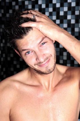 soin quotidien douche homme