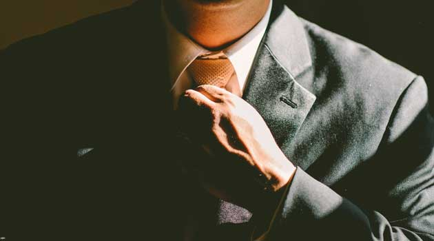 Bien porter la cravate : nos conseils pratiques