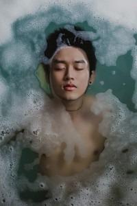 eviter_bain_lutter_contre_acne_masculine
